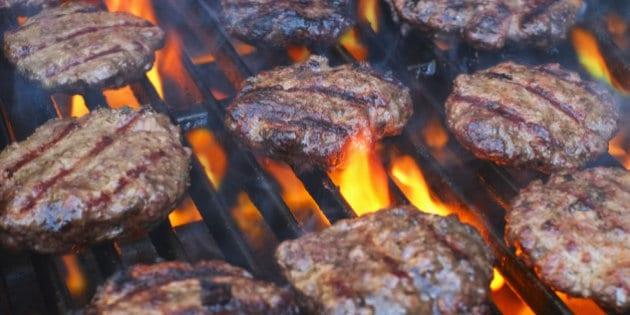 viande grillée au barbecue charbon de bois